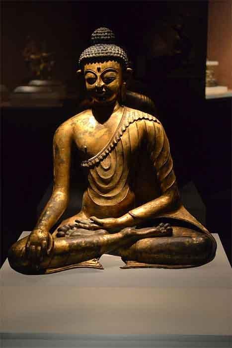 Una estatua de Buda Sakyamuni chapada en cobre del período del Imperio Tibetano. (Montaña / CC0)