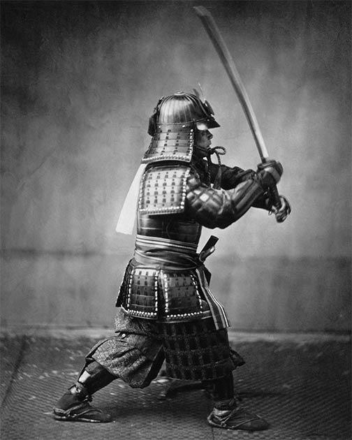 El confucianismo se introdujo en Japón en el siglo III d.C. y fue crucial en el desarrollo del código samurái. La imagen muestra a un samurái con armadura, en una foto tomada por Felice Beato alrededor de 1860. (Dominio público)