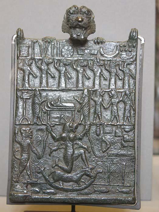 """Placa de conspiración contra la diosa malvada Lamashtu, llamada """"Placa de los Infiernos"""". La hora neoasiria. (Museo del Louvre, París, Francia). (Dominio publico)"""