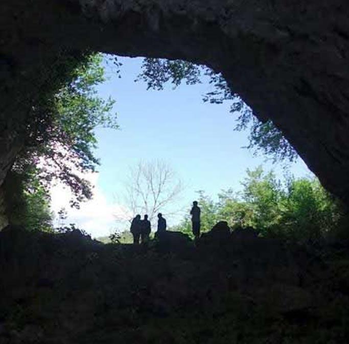 Vista de la cueva Satsurblia, situada al oeste de Georgia y en la que fue descubierto un hueso temporal derecho humano de hace más de 13.000 años. El ADN extraído de este hueso ha sido utilizado en la reciente investigación.