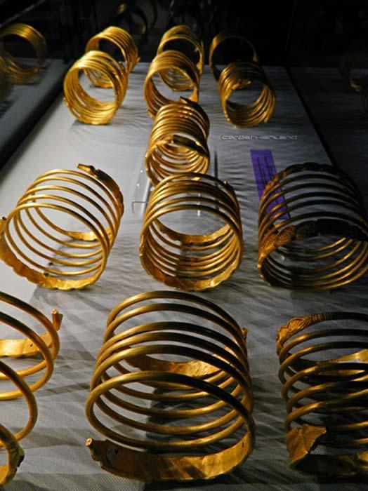 Pulseras de oro de Dacia: parte del tesoro rumano que se ha encontrado. (Cárpatos / CC BY-SA 2.0)