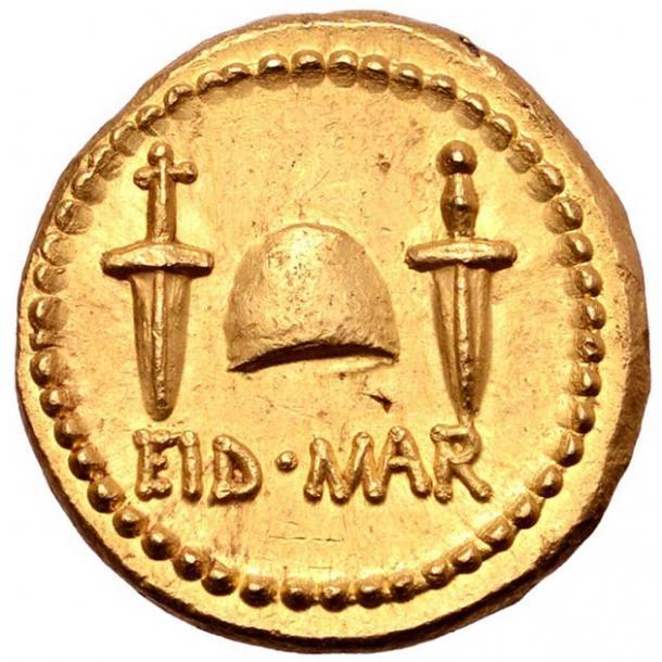 """Dos dagas y las palabras """"EID MAR"""" representadas en la rara moneda del asesinato de Julio César. (Numismatic Guaranty Corporation)"""