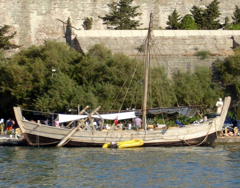 Costas Goberna ha visitado Turquía para examinar una embarcación reconstruida según un diseño basado en el de un barco naufragado datado en el 1400 a. C.