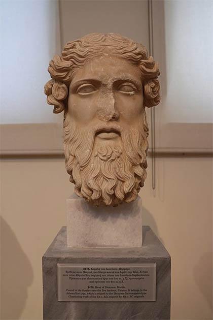 Cabeza de Dioniso en Mármol. Encontrado en el teatro cerca del puerto de Zea, Piraeus. (George E. Koronaios / CC BY-SA 4.0)