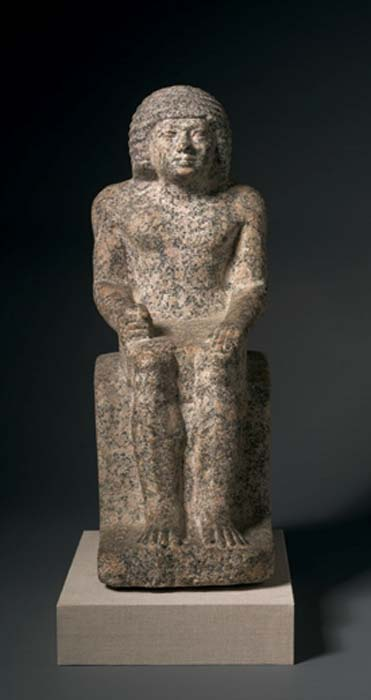 Ejemplo de granito rojo usado en la estatua de Nykara, quinta dinastía, asentada en las estatuas del Reino Antiguo. (Dominio Público)