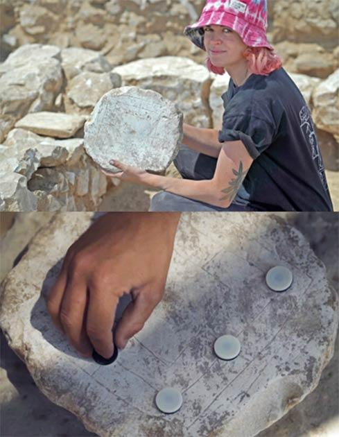 Un voluntario de excavación sosteniendo un tablero de juego antiguo encontrado en el sitio de Rahat. La producción de jabón significaba que los trabajadores tenían tiempo libre para los juegos mientras esperaban la siguiente etapa del proceso de fabricación. (Emil Aladjem / Autoridad de Antigüedades de Israel)