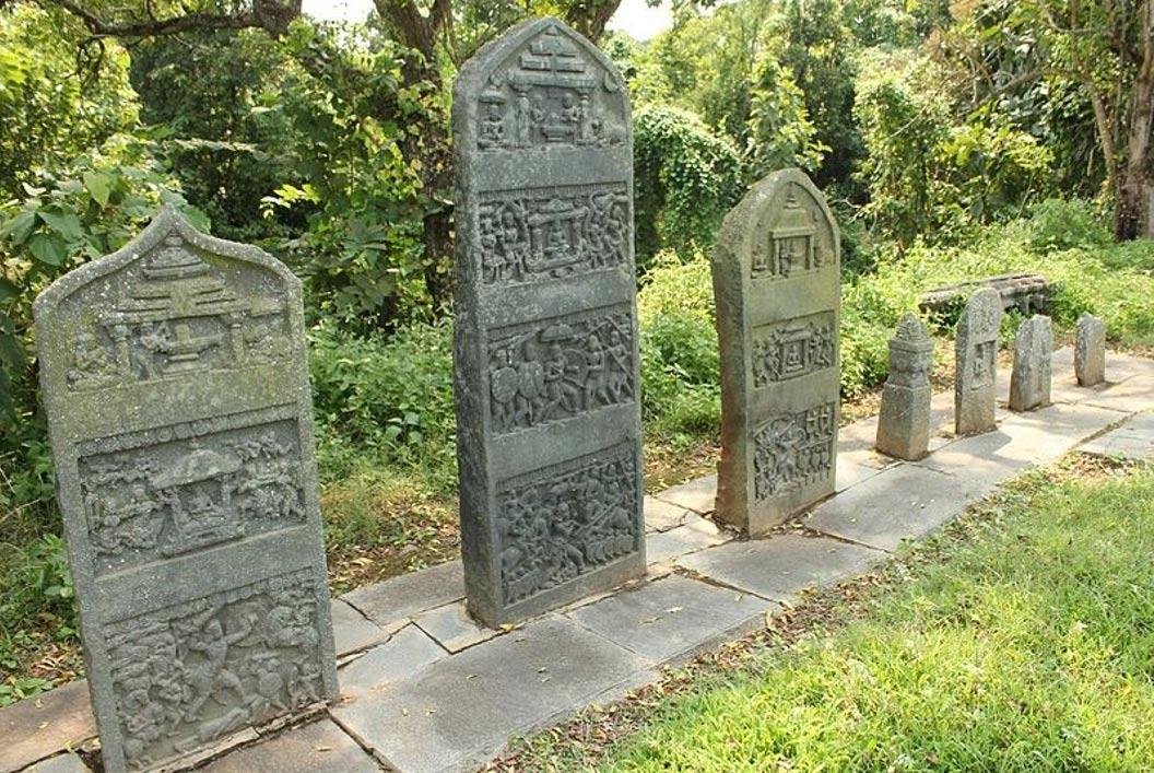 Ancient-Hero-Stones-india.jpg