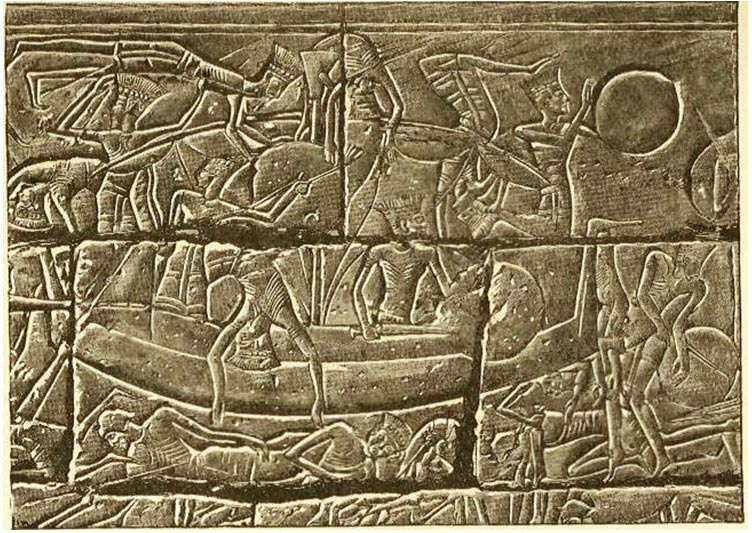 Bajorrelieve egipcio representando a los invasores de los Pueblos del Mar