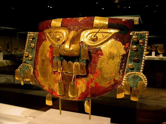 Máscara fúnebre, cultura sicán, Museo Metropolitano de Arte, NY, EEUU