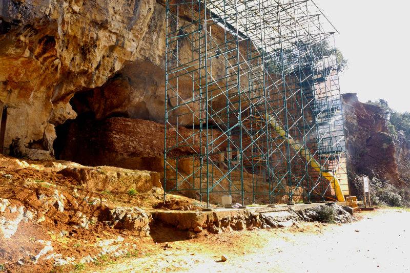 Portada- Imagen exterior del yacimiento Gran Dolina de Atapuerca (Wikimedia Commons)