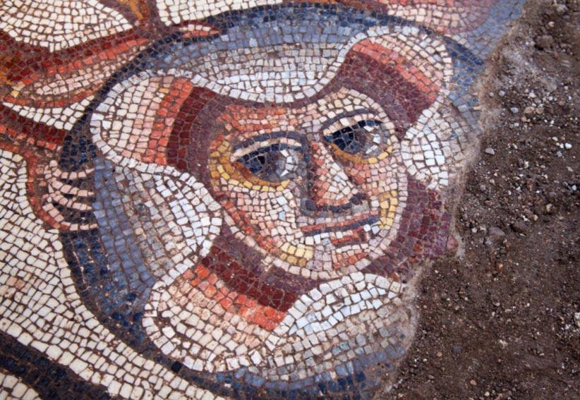 Máscara de teatro descubierta en el 2015, Huqoq, región de Galilea, Israel.