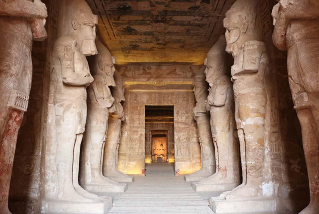 Portada - Gran sala hipóstila, Templo de Ramsés II, Abu Simbel (Terry Feuerborn / flickr)