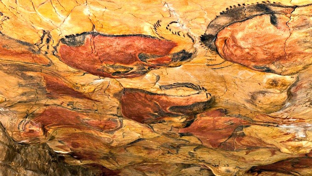Portada - Vista general del techo de polícromos de la Cueva de Altamira.