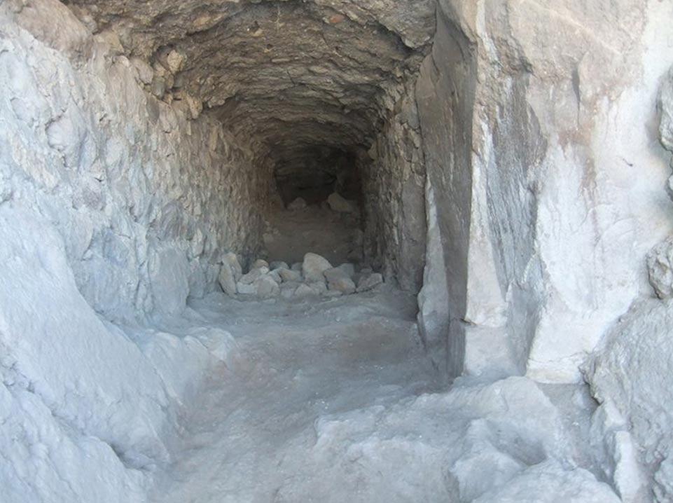 Portada-Antiguo túnel descubierto en el interior del castillo Geval. (Konya Life)