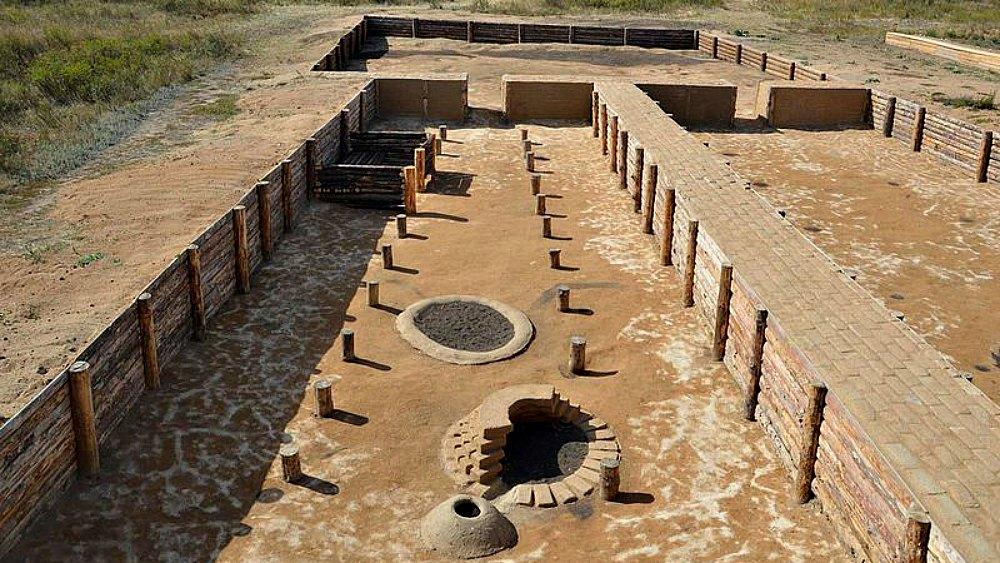 Portada - Algunas de las construcciones del antiguo asentamiento ario de Arkaim. (Rafikova m/CC BY-SA 4.0)