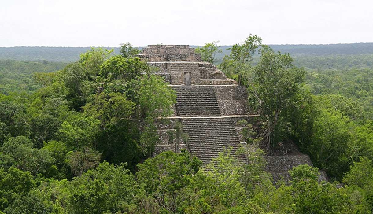 Portada - Estructura I, una de las dos pirámides de Calakmul. Fuente: PhilippN/CC BY SA 3.0