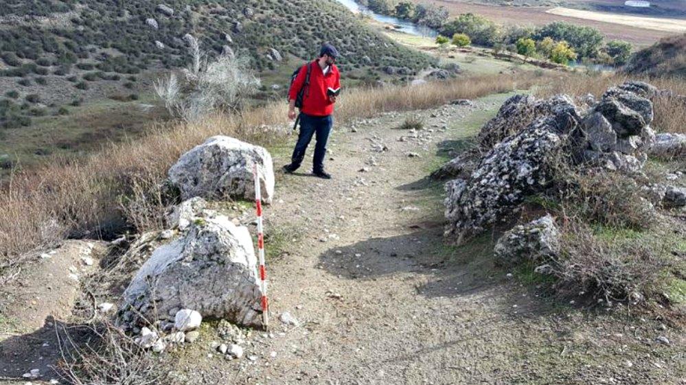 Portada - Sillares de acceso a la ciudad romana. (Fotografía: Cadena SER/Proyecto arqueológico Driebes).