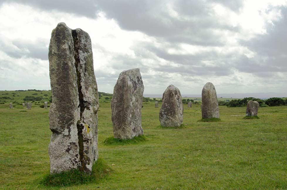 Portada - Círculo megalítico de The Hurlers, Cornualles, Inglaterra (Public Domain)