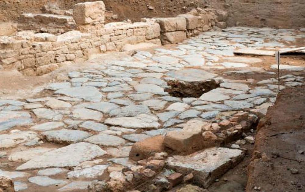 Portada-Fotografía del tramo de Decúmano Máximo, principal calzada de acceso a la ciudad, descubierto en las excavaciones de Cartagena. (Fotografía: Cadena Ser/Radio Murcia).