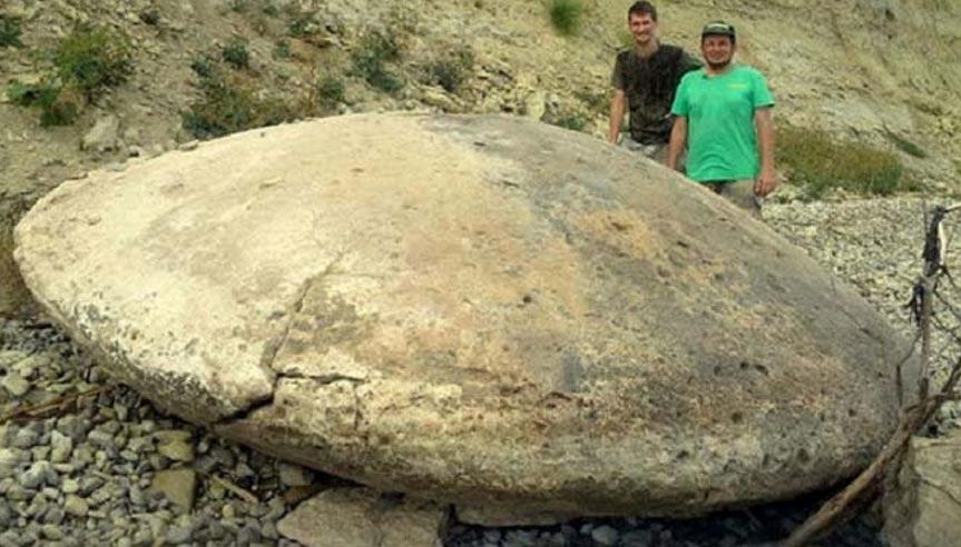 Portada-disco de piedra de cuatro metros de diámetro recién descubierto en Rusia. (Foto: Bloknot-Volgograd)