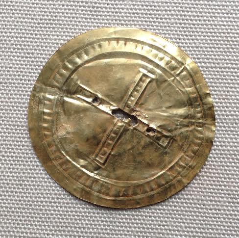 Portada-El disco del sol de oro data de la época de Stonehenge. Foto cortesía del Museo de Wiltshire..jpg