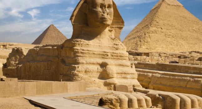Portada-La gran esfinge de Guiza y la pirámide de Kefrén.