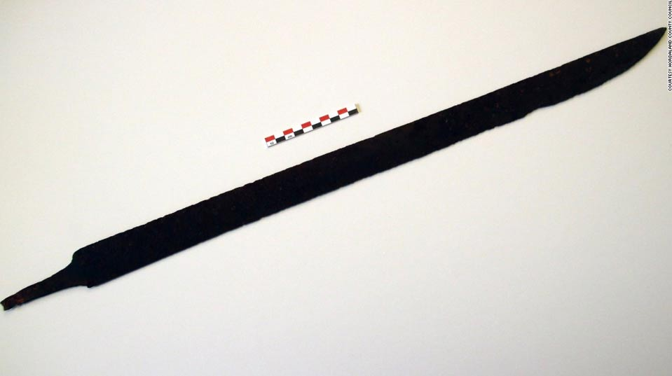 Portada-Espada vikinga del siglo VIII descubierta por un senderista en Noruega. Fotografía: Consejo del Condado de Hordaland.
