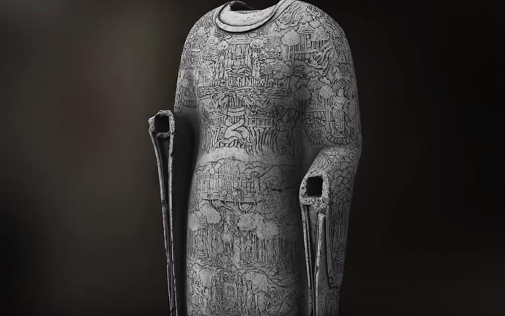 Portada-El escaneo tridimensional ha revelado escenas grabadas sobre la túnica del Buda inapreciables hasta ahora. (Imagen: Fotograma del vídeo de YouTube de Freer y Sackler)