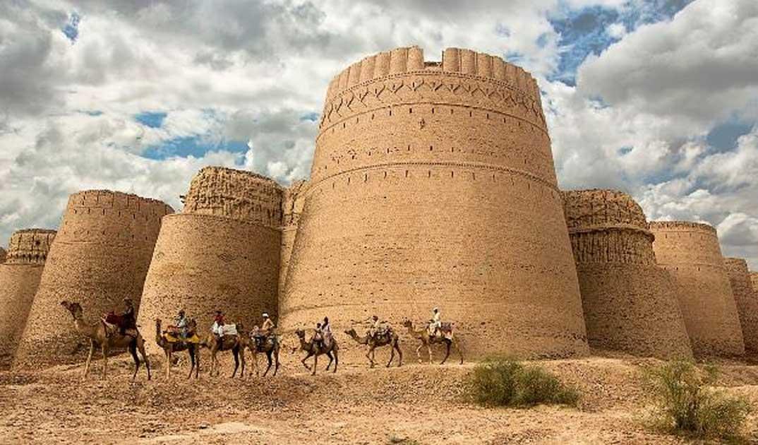 Portada - Panorámica del Fuerte Derawar. (CC BY-SA 4.0)