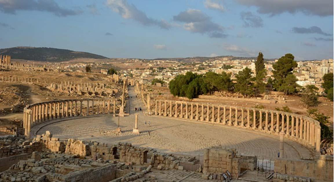 Portada - Foro Oval y Cardo Máximo de la antigua Gerasa, hoy Jerash, Jordania. (CC BY-SA 3.0)