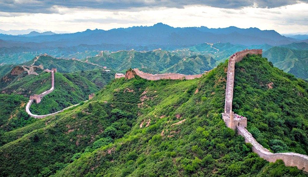 Portada - Fotografía aérea de la Gran Muralla en la región de Jinshanling. (Severin.stalder/CC BY-SA 3.0)