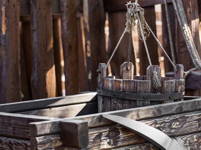 Portada - Viejo cubo de madera. (Olexandr / Fotolia)