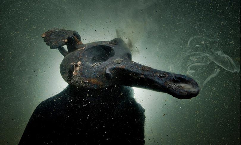 Lámpara de aceite descubierta en las ruinas sumergidas de Thonis-Heracleion, Alejandría, Egipto. (Cristoph Gerigk)
