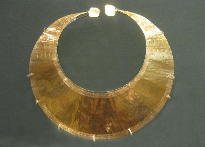 Portada-Lunula-Wicklow-Museo-Britanico.jpg
