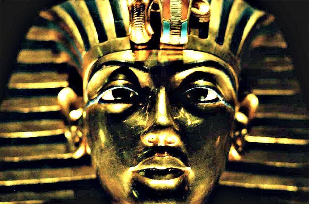 Portada-Primer plano de la famosa máscara de Tutankamón. (Wikimedia Commons)