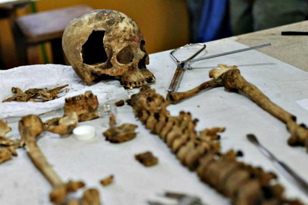 Portada - Restos óseos de una mujer de entre 50 y 60 años hallados recientemente en Atacama y correspondientes presumiblemente a la Cultura Copiapó.