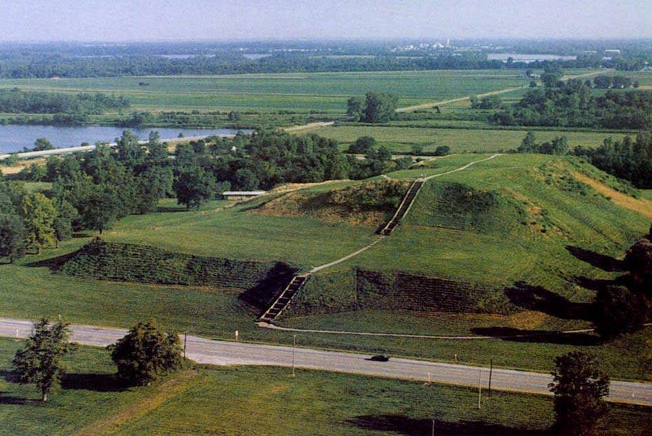 Portada-Monk's Mound, en Cahokia (Oakton Community College)