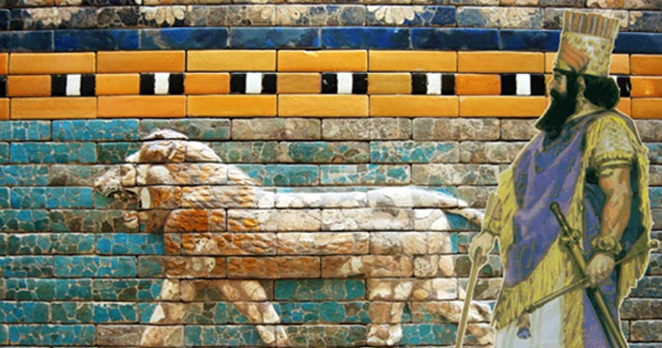 Portada - Rey asirio/babilonio, ilustración de Angus McBride. (Dominio público) Fondo: Detalle de una reconstrucción del relieve de la vía procesional que conducía a la puerta de Ishtar. (CC0)