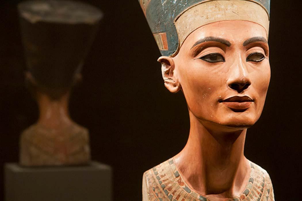 Portada - Busto de Nefertiti (ca. 1370 a. C. – ca. 1330 a. C.), la Gran Esposa Real (consorte principal) del faraón egipcio Akenatón. (CC BY-NC SA 2.0)
