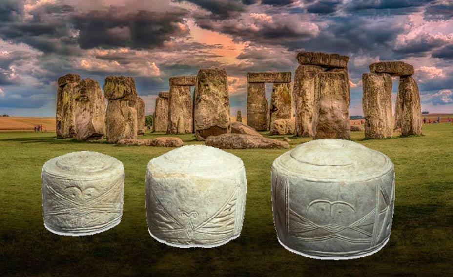 Portada - Tambores de Folkton (Administradores del Museo Británico/CC BY NC SA 4.0) Fondo: Stonehenge. (CC0)