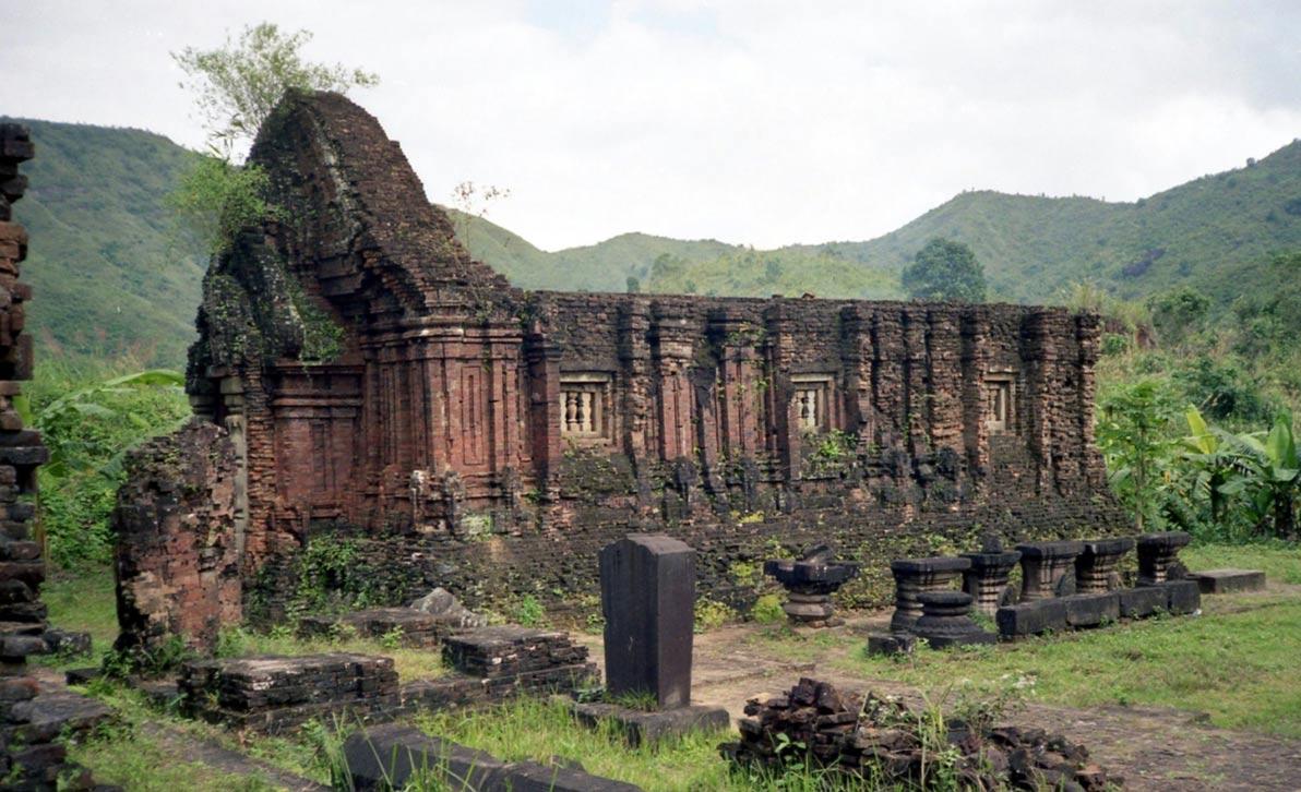 Portada-Templo de My son en la provincia de Quang Nam, Vietnam (Wikimedia Commons).jpg