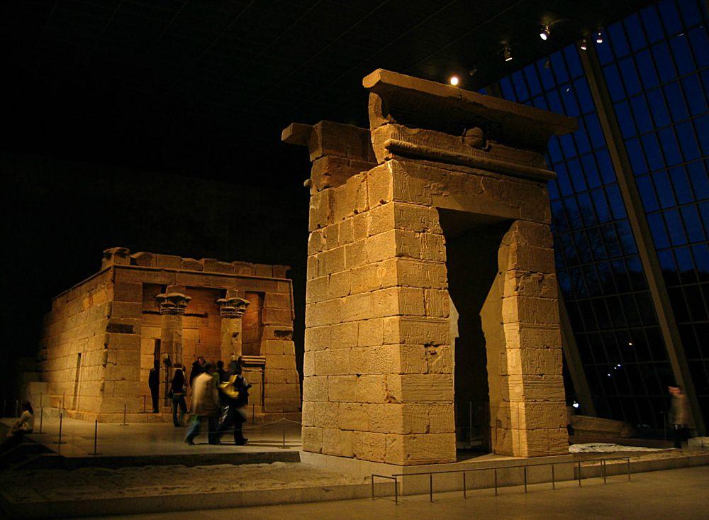 Portada-Templo egipcio de Dendur, ubicado en el Museo Metropolitano de Arte de Nueva York. (Wikimedia Commons)