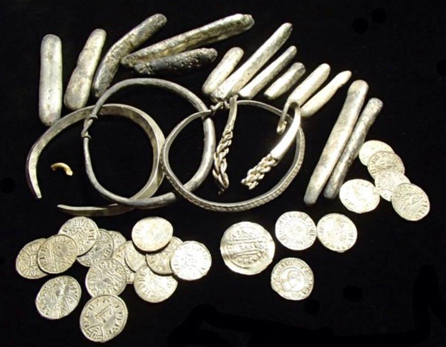 Portada-Brazaletes, lingotes de plata y monedas del Tesoro de Watlington. Fotografía: Museo Británico