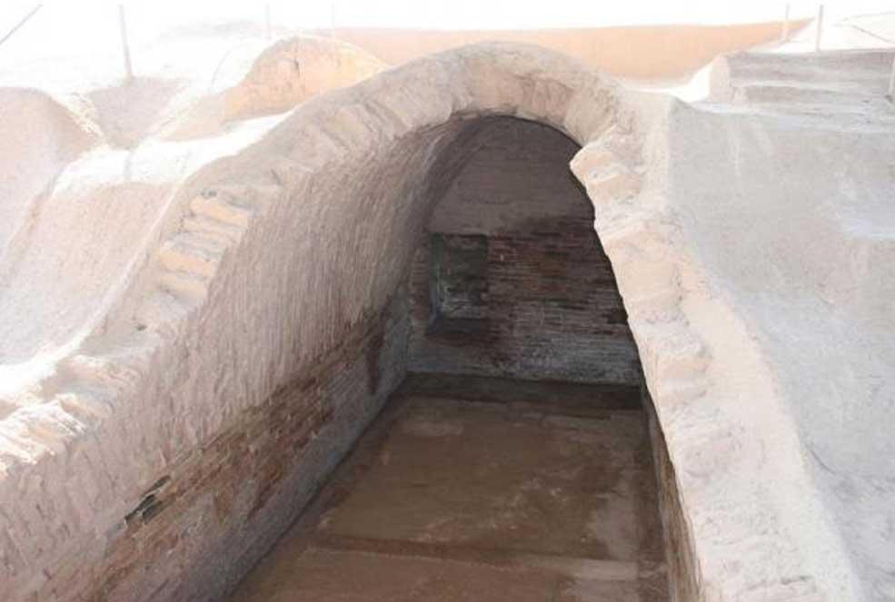 Portada-Tumba real cubierta por una bóveda hallada en Haft Tappeh (Haft Tepe), la ciudad elamita de la Edad del Bronce en la que los arqueólogos han descubierto una fosa común con los restos óseos de más de 250 individuos. (CC BY-SA 3.0)