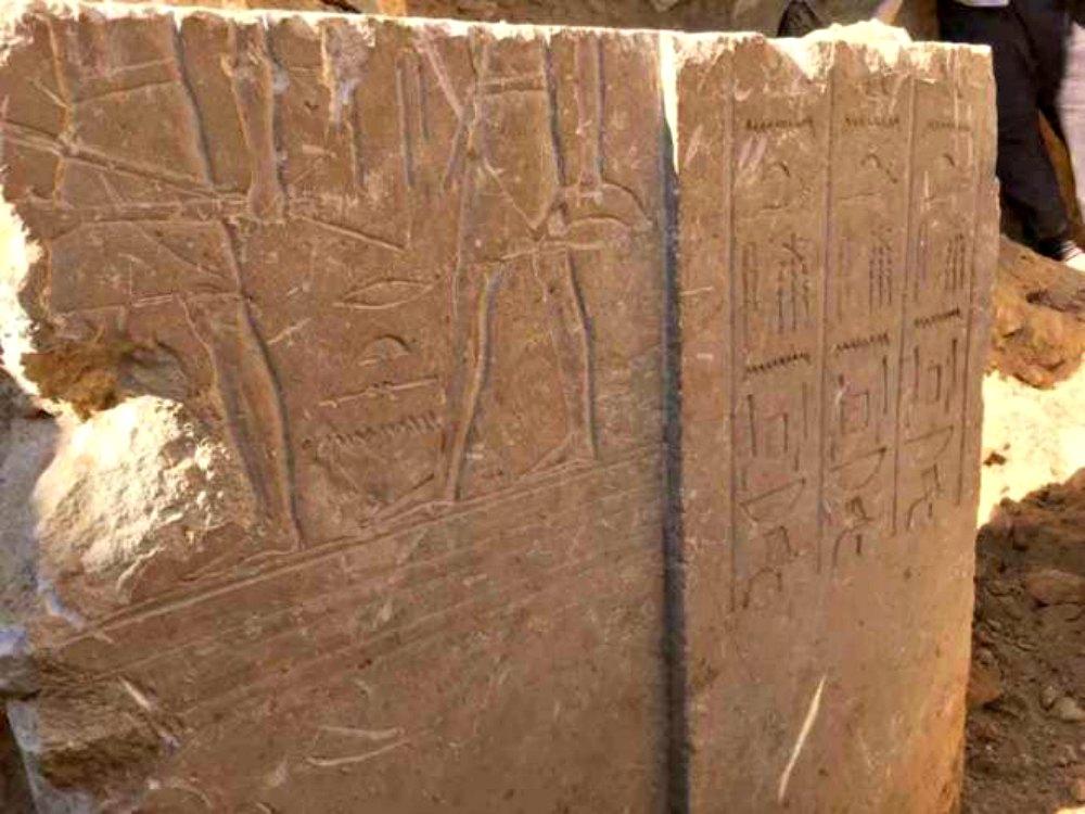 Portada-Detalle de la decoración de la tumba descubierta recientemente vinculada a un alto funcionario de la corte del faraón Sesostris I de la XII dinastía. (Fotografía: El Mundo/Ministerio de Antigüedades egipcio).