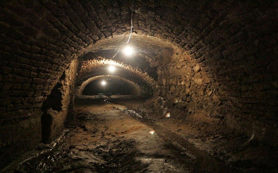 Portada-Los túneles recientemente descubiertos en la ciudad mexicana de Puebla. (Fotograma de un vídeo de YouTube / The Telegraph)