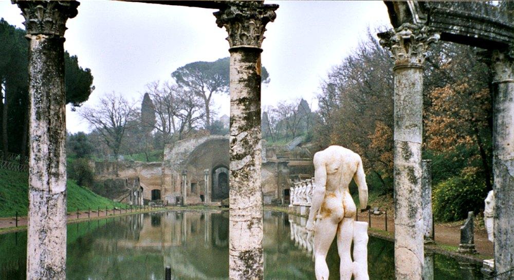 Portada-Canopo de Villa Adriana, construido a imitación de la villa egipcia de Canopus, lugar de recreo cercano a Alejandría. (Public Domain)