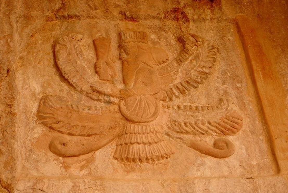 Portada - Antigua tumba de la religión zoroástrica en la provincia Sulaymaniyah de El Kurdistán. Su interior fue expoliado y actualmente está vacía . (Wikimedia Commons)