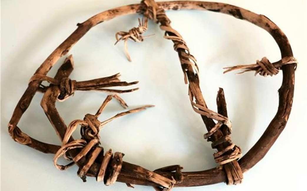 Portada - Raqueta hecha de abedul y cordel que ayudó a las gentes del Neolítico a recorrer el terreno nevado de lo que hoy son los Alpes italianos hace más de 5.000 años.