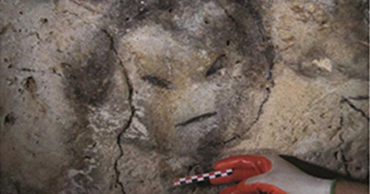 Portada - Rostro dibujado con carboncillo hallado en una de las cuevas de la isla de Mona, Puerto Rico (Journal of Archaeological Science CC BY 4.0)